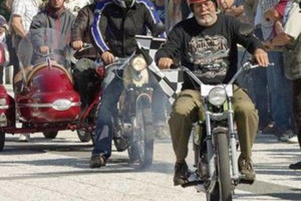 Na podujatí sa zúčastnili jazdci z rôznymi typmi motocyklov a skútrov.