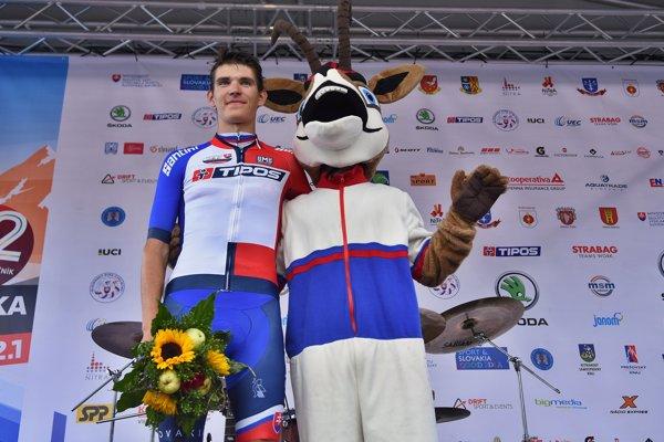 Matúš štoček v drese najlepšieho slovenského cyklistu na Okolo Slovenska.