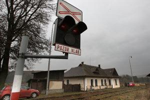 Osirelá železničná stanica v Podzámčoku.