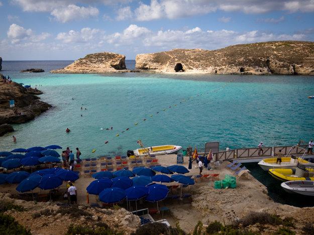 Typická chránená zátoka, Malta.