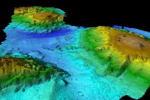 Sonarové mapovanie podmorských hôr.