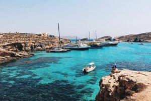 Modrá lagúna na ostrove Comino