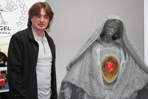 Najnovšie dielo majstra Panna Mária z drôtu