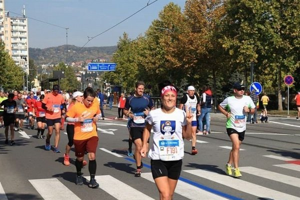 Liliana Hausnerová na trati maratónu.