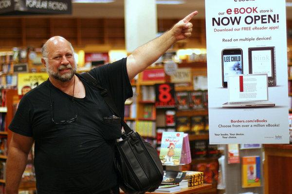 Vynálezca elektronickej knižnice a zakladateľ Projektu Gutenberg Michael Stern Hart v roku 2010, rok pred svojou smrťou.