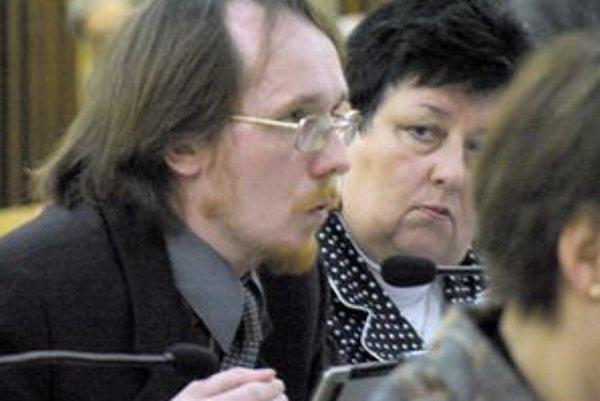 Poslanec Juraj Smatana dal návrh na spracovanie nariadenia o organizovaní verejného zhromaždenia.