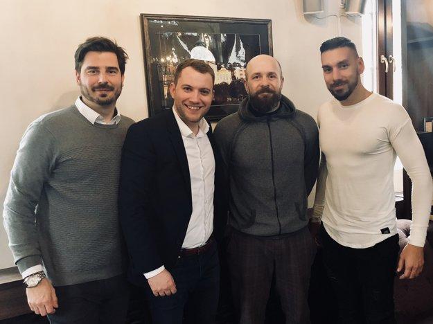Príklad si berú od najlepších. Michal Michalek a Martin Kapitulík na stretnutí s primátorom Trnavy Petrom Bročkom.