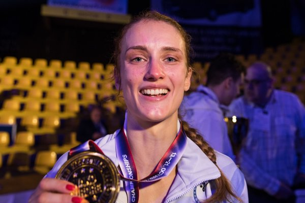Monika Chochlíková so zlatou medailou.