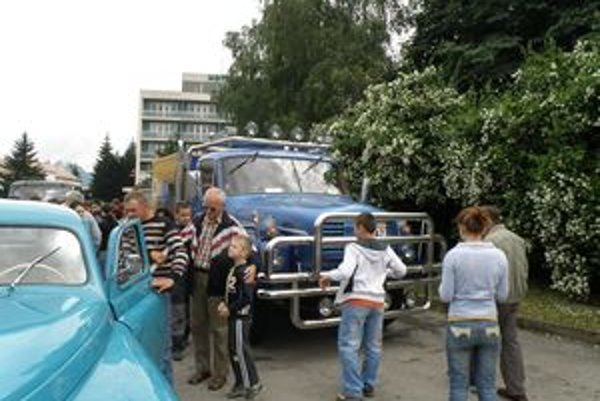 Obyvatelia Považskej Bystrice budú mať opäť možnosť pozrieť si historické vozidlá.