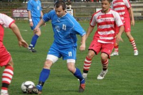 Mrázik (v modrom! dal jediný gól Solčian v dueli s Pov. Bystricou.