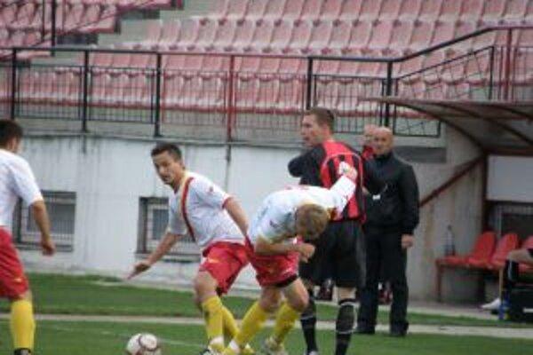 Púchovčan Korený (v červenom) jediným gólom pokoril Lučenec.