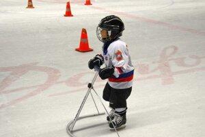 Pomôcka na výučbu korčuľovania pre malé deti.