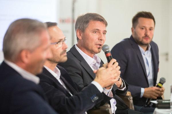 andidáti na primátora Bratislavy Václav Mika, Ján Mrva, Ivo Nesrovnal a Matúš Vallo.