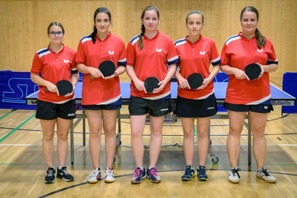 Extraligové družstvo žien TTC Majcichov, zľava: Viktória Kovácsová, Lucia Gašparíková, Lenka Dzurová, Silvia Marekovičová a Ivica Hatalová.