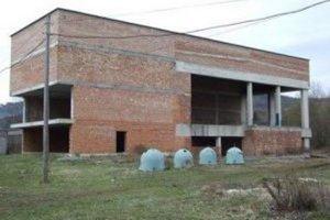 Už v minulosti riešilo Kysucké Nové Mesto problém s rozostavanou plavárňou, ktorú začalo budovať v roku 1992.
