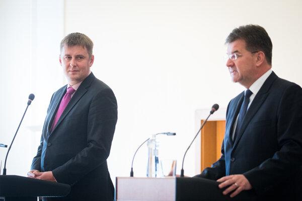 Zľava: Minister zahraničných vecí a európskych záležitostí ČR Tomáš Petříček a minister zahraničných vecí a európskych záležitostí SR Miroslav Lajčák.