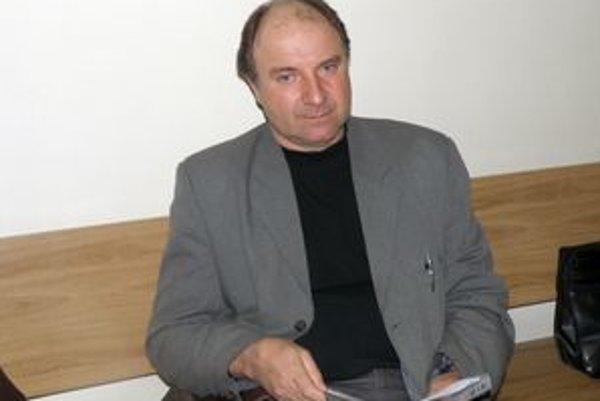 František Staňo má po skončení mandátu starostu podľa zákona nárok na päťmesačné odstupné.  Zatiaľ z neho dostal iba jednu splátku.