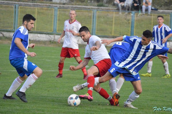 Zo zápasu Hurbanovo - Nesvady 1:0.