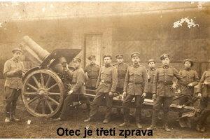 Vojak Štefan Letko na fotografií tretí sprava.
