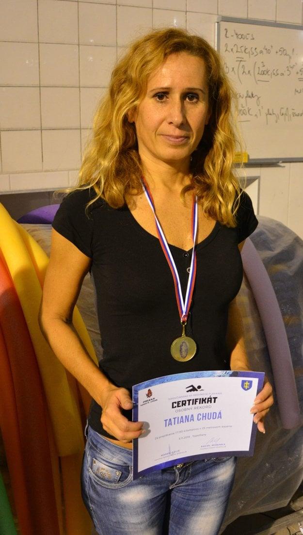 Tatiana Chudá z Partizánskeho za 5 hodín, 35 minút a 44 sekúnd zaplávala vzdialenosť 17 kilometrov a 150 metrov.