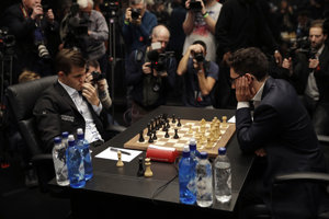 Momentka zo súboja Magnus Carlsen (vľavo) - Fabiano Caruana.