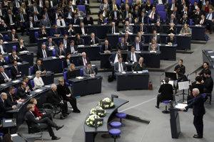 Prezident Nemecka Frank-Walter Steinmeier počas vystúpenia na pôde parlamentu v Berlíne.