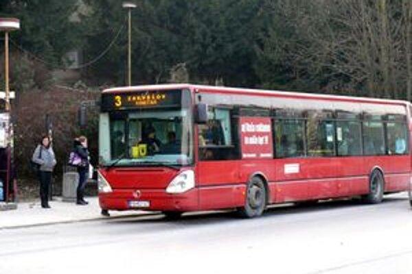 Mestská doprava bude od 1. marca drahšia. Zvlášť pre tých, ktorí nemajú dopravné karty.