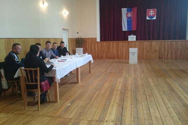 Volebná miestnosť v Obeckove.