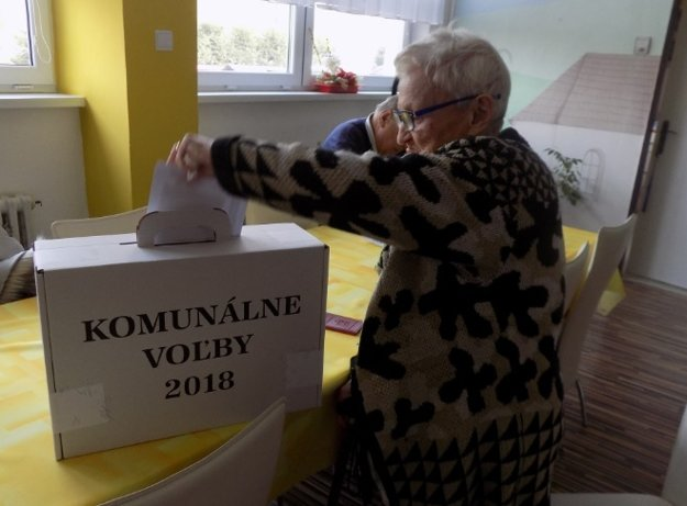 V Centre sociálnych služieb Horelica v Čadci bola medzi zúčastnenými voličmi aj pani Antónia.