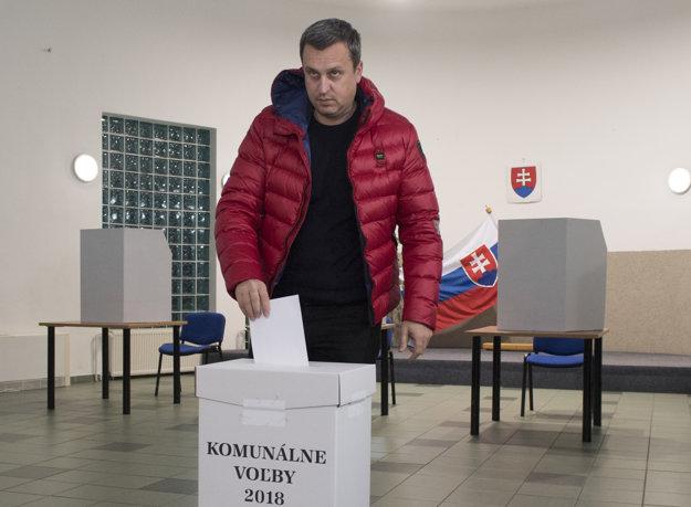 Andrej Danko odvolil v obci Miloslavov - Alžbetin Dvor.
