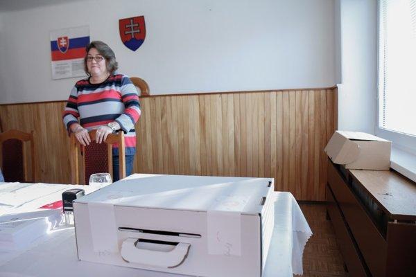 V Ladomerskej Vieske o prenosnú schránku do neskorého popoludnia požiadalo päť ľudí.