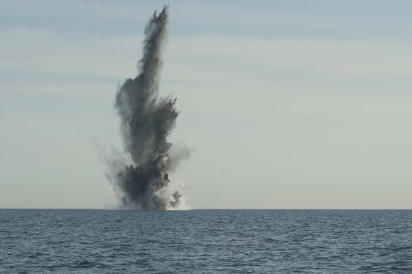 Výbuch podmorských mín v auguste 1972 mohla spôsobiť silná slnečná erupcia.