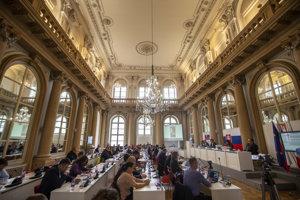 Mestské zastupiteľstvo rokuje v Zrkadlovej sieni v Primaciálnom paláci.