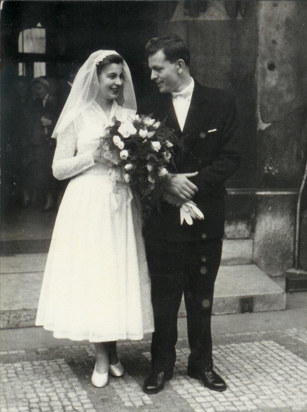 Svadobná fotografia Mileny Hypšovej a Jiřího Blatného,1958