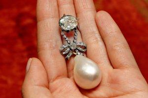 Perlovo-diamantový prívesok Márie Antoinetty.