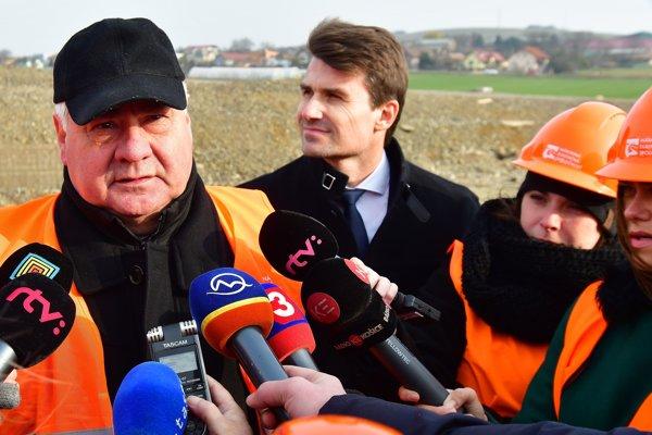 Minister dopravy a výstavby Árpád Érsek počas kontrolného dňa na stavbe diaľničného úseku D1 Budimír – Bidovce pri Košiciach.