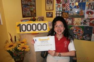Antónia Kozáková, Servítková Tonka, má v zbierke úctyhodných 100 000 servítok.