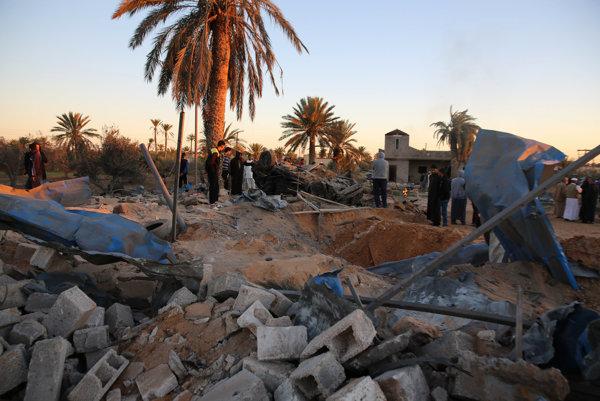Z táboru Islamského štátu zostal len kráter.