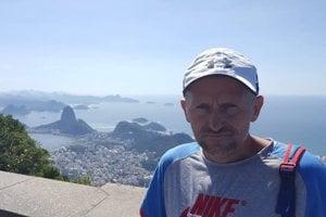 Slavomír Lindvai s panorámou Ria de Janeiro za chrbtom.