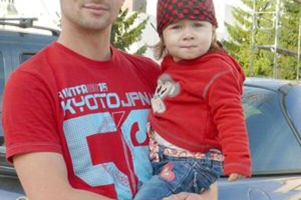 Tatino s dcérou. Mama sa fotografovať nechcela.