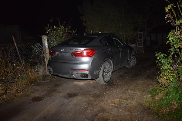 Ukradnuté zahraničné auto našla polícia u nás.