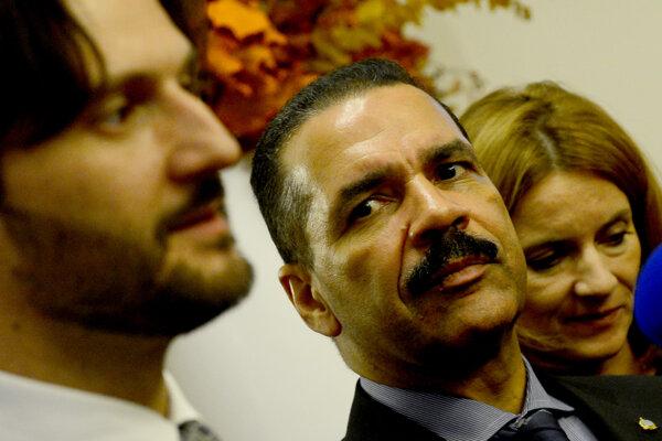 Ronald Kenneth Noble, bývalý šéf medzinárodnej organizácie kriminalistov Interpol, na stretnutí so slovenským ministrom vnútra Robertom Kaliňákom v roku 2013.