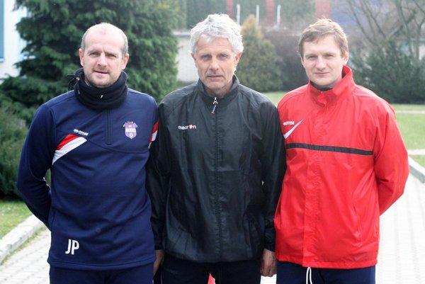 Trénerský triumvirát FC ViOn. Zľava Jozef Pavlík, Libor Fašiang a Miloš Foltán.
