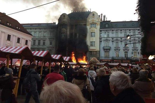Požiar vypukol po pol štvrtej.