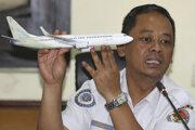 Na snímke vyšetrovateľ indonézskeho Národného úradu pre bezpečnosť dopravy Nurcahyo Utomo počas tlačovej konferencie o predbežných výsledkoch tragickej havárie lietadla Boeing 737 Max 8 spoločnosti Lion Air v Jakarte.
