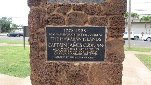 Pamätník Jamesa Cooka na mieste jeho prvého pristátia na Havajských ostrovoch