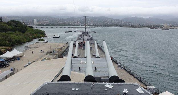 Pohľad z kapitánskeho mostíka bojovej lode USS Missouri