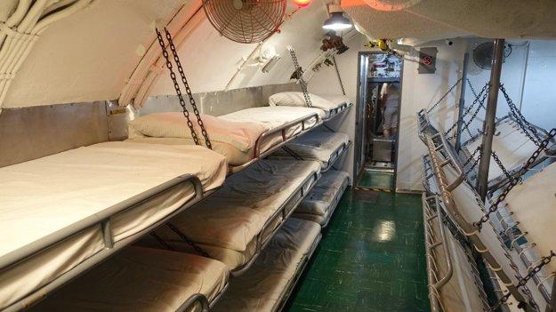 Námornícka spálňa vponorke USS Bowfin.