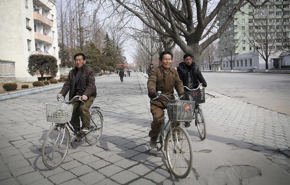 Severokórejčania na bicykloch.