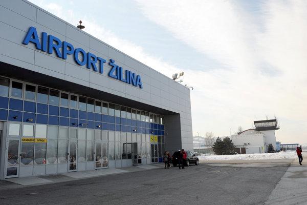Na letisku v minulosti fungovala pravidelná linka Žilina - Praha.